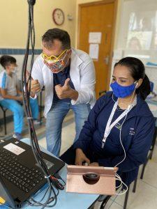 Transmissão ao vivo das aulas para os alunos do ensino fundamental anos iniciais