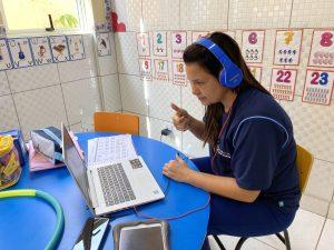 Aula on-line para os alunos da educação infantil
